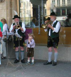 Zu Beginn wurden die Anwesenden von der inzwischen durch junge Talente verstärkten Blasmusikkapelle begrüßt.
