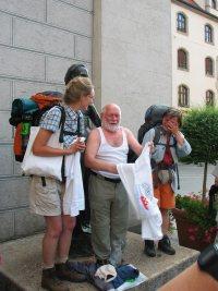 Gottseidank hatte Ludwig noch ein zweites T-Shirt dabei, nämlich seines.