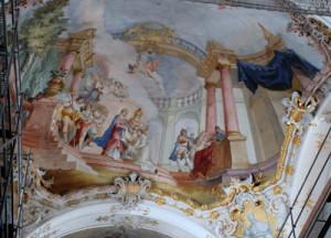 Die frisch renovierte Kirchendecke.