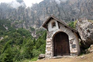 Durch diese Wand führt der Schiara-Klettersteig